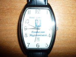 Часы женские Спутник кварц, цвета белое золото.