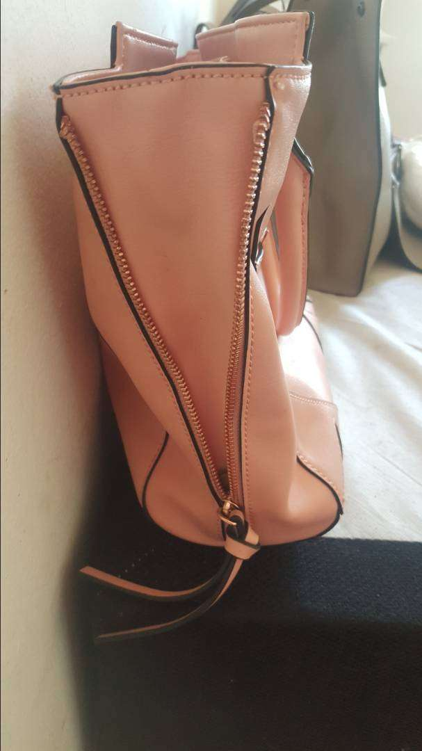 Brand new GUESS BAG for sale 0