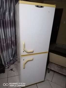 Selling my defy refrigerator **URGENT SALE **