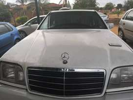 MERCEDES BENZ S320. LEATHER SEATS.STRAIGHT V6. BULLET PROOF.