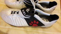 Продам бутсы для футбола с шипами белые перламутр, кожаные фирмы KELME