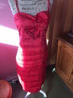 Czerwona wieczorowa sukienka