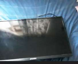 32 inch Broken Tv to be used for spare parts