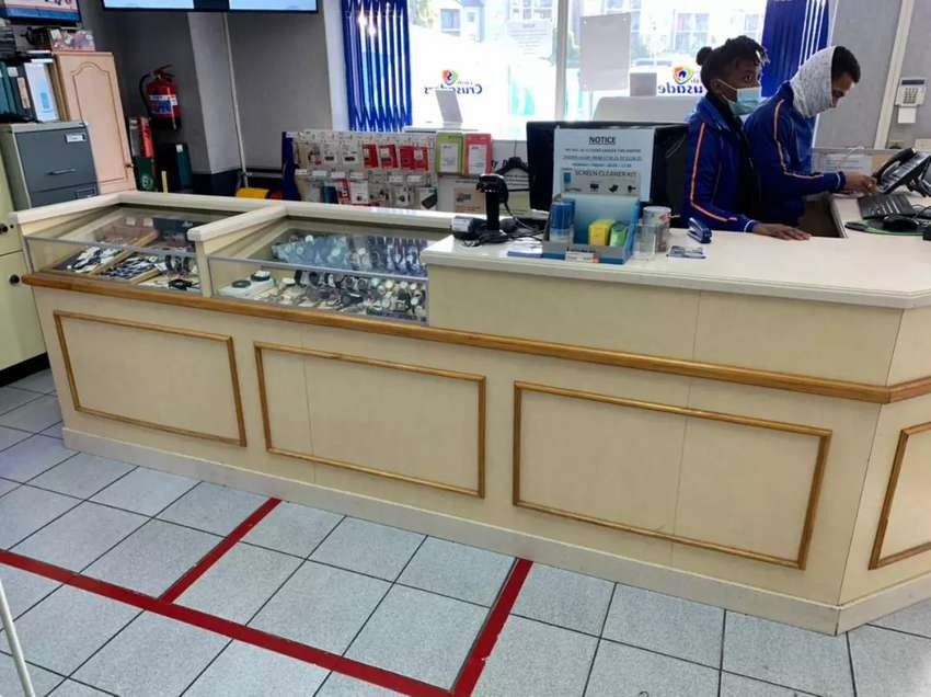 I'm selling the counter and those glass cabinets X6 email me for more