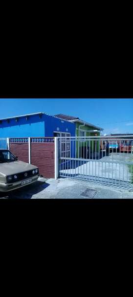 2 bedroom house available in Brooklyn ysterplaat