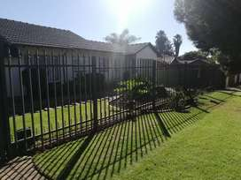 Palisade fencing and gate for sale