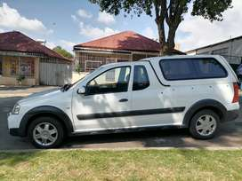 NISSAN NP200 BAKKIE 1.6 WITH CANOPY