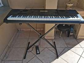 Casio Wk 7600 KEYBOARD. Make amazing music with this barely used instr