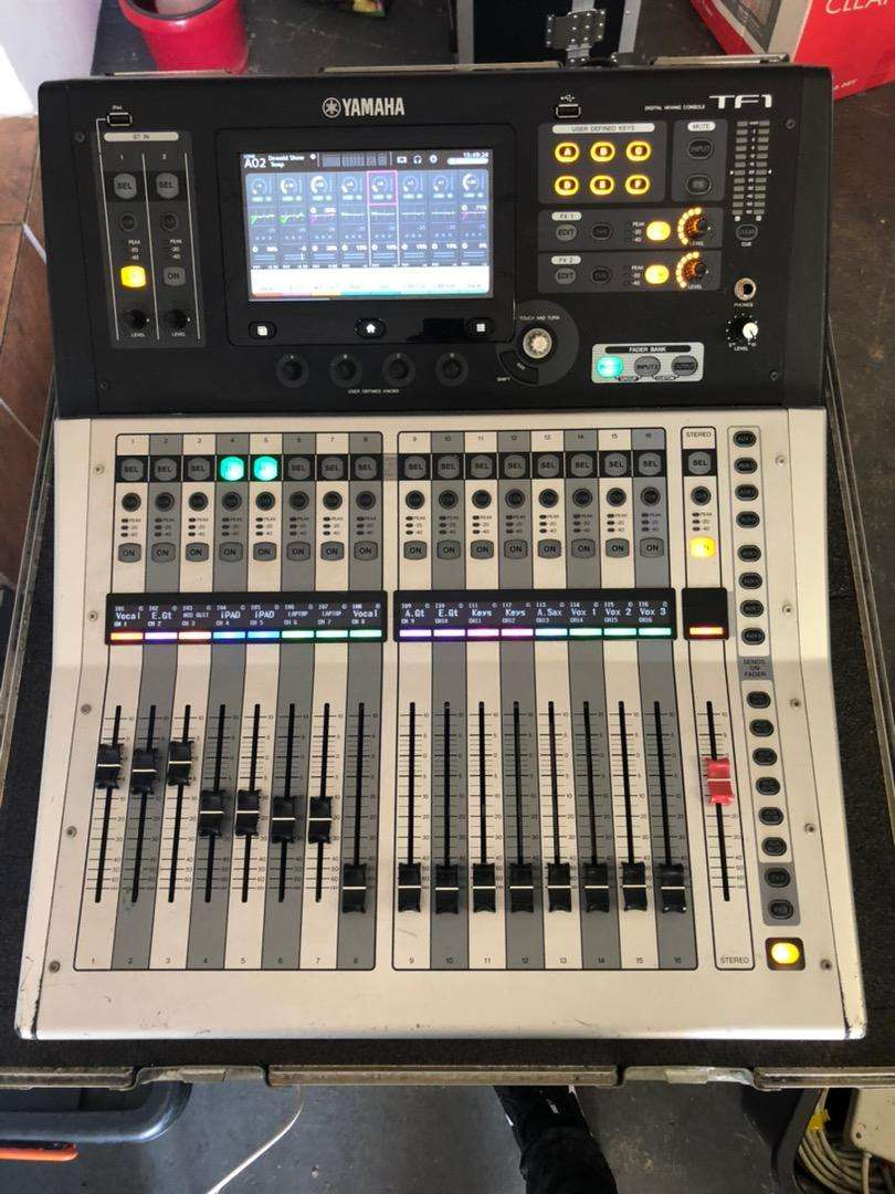 YAMAHA TF1 mixing console in excellent condition 0
