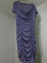 Платье, крой которого удачно скрывает чуть лишнюю полноту