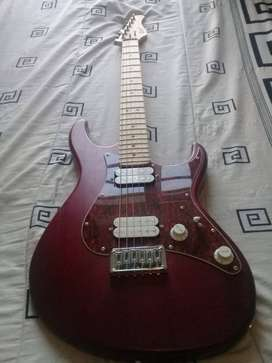 URGENT SALE!!! Cort GH100 electric guitar with bag and accessories.