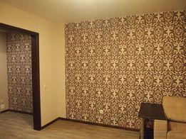 Клеим обои. Покраска потолков и стен.