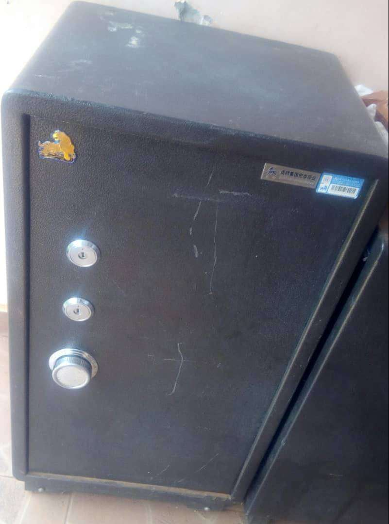 Heavy duty metallic safes 0