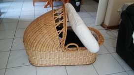Wicker basket baby crib/ cot
