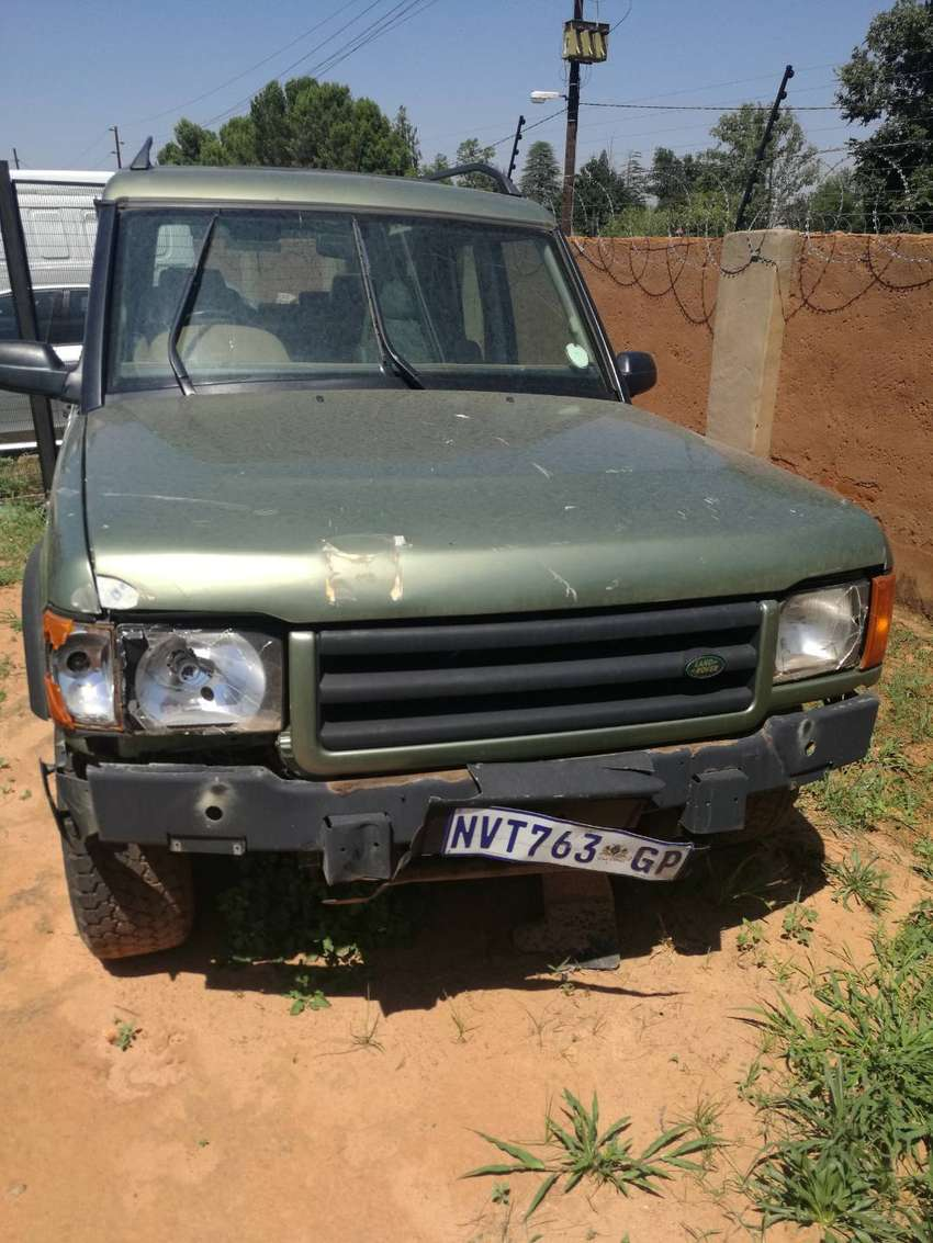 Land Rover Discovery 2005 Stripping for Parts 0