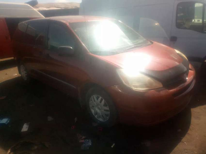 Clean accident free tokunbo Toyota Sienna CE 0