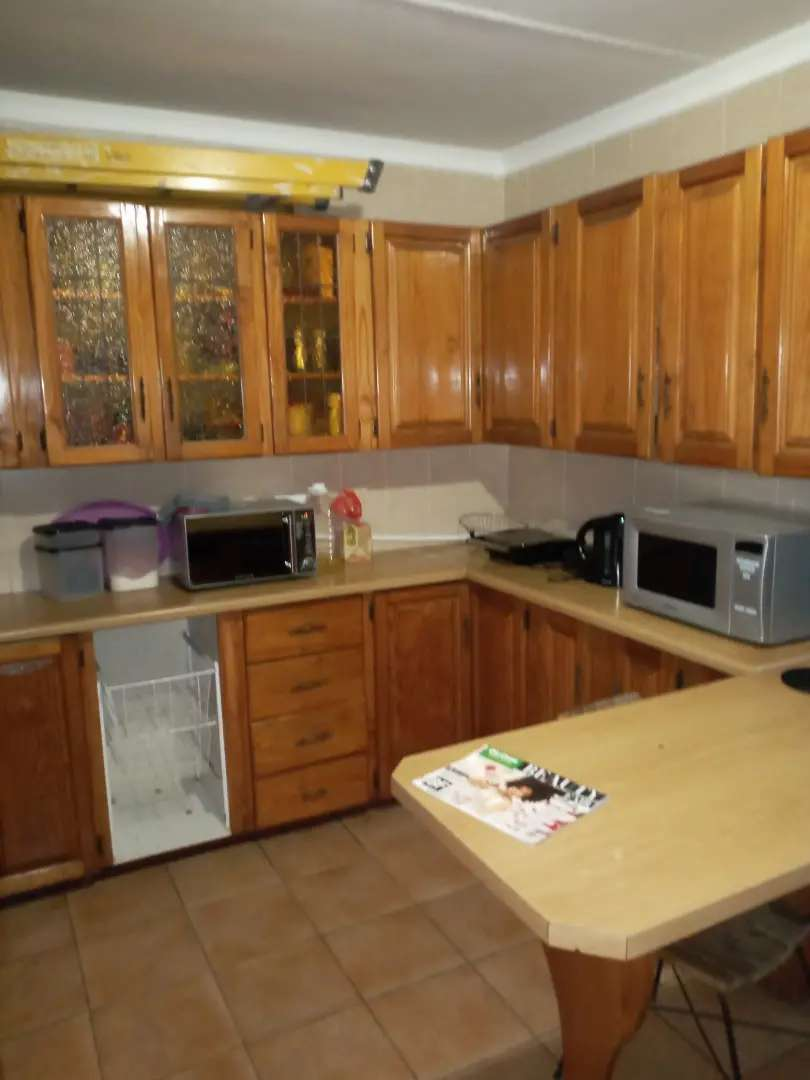 Commune house Rooms to rent 10 minutes walk to town,prices R2600p/m