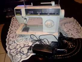 Singer samba 6 sewing machine for sale R1400 as good as new