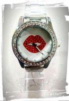 Nowy zegarek damski piękny na prezent usta cyrkonie bransoletka
