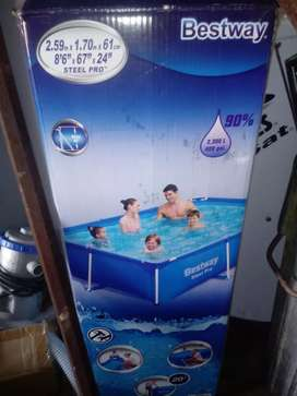 2300 L swimming pool with steel frame pump included