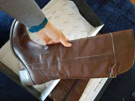 Greencross Leather Kneehigh Boots (size 8 but suitable for size 7)