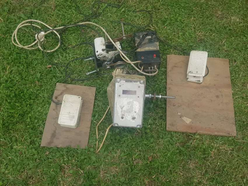 Sewing Machine Parts. Motor and pedals (Lot) 0