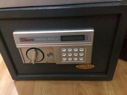 Продам новый сейф.