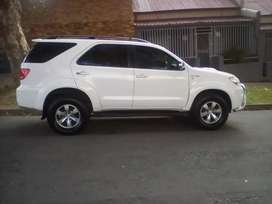 2009 Toyota Fortuner, leather interior, 7seater, 108,000km, manual
