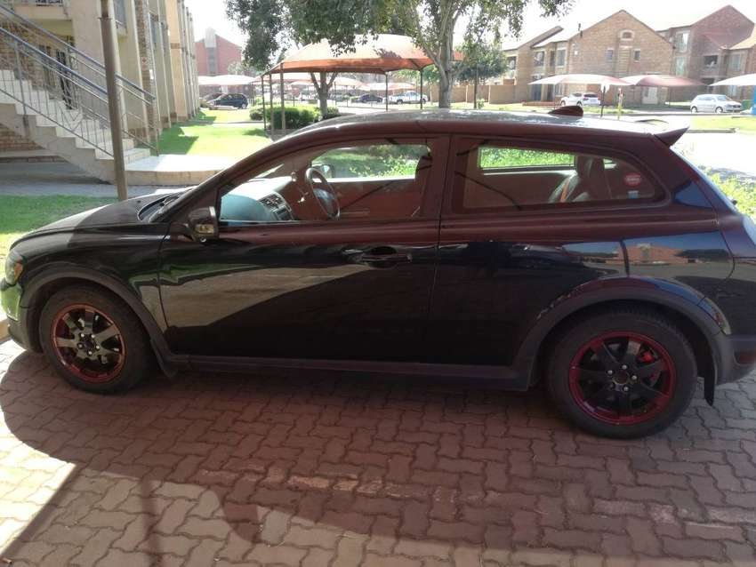 With leather seats, sun roof, 2L 0
