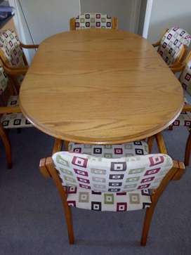 Oak Dining room  extendable Table with 6 chairs