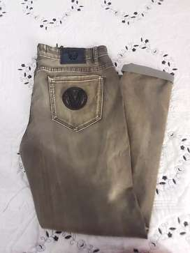 Vesarce stretch jean light green in colour all size available R1,200