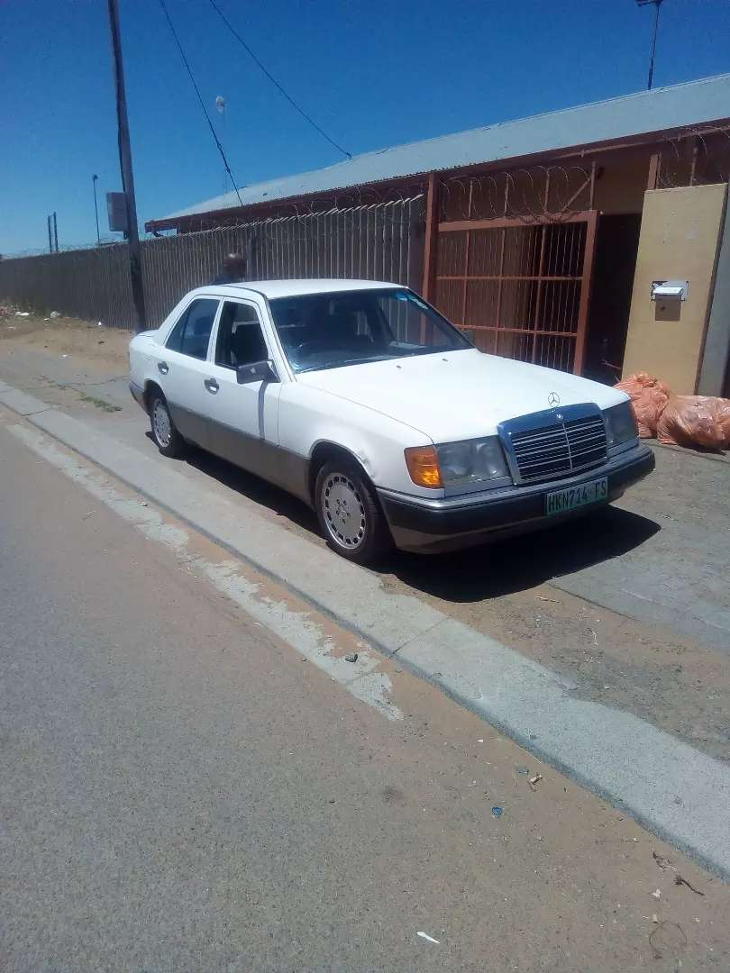 200E Mercedes Benz  needs some work on it need drive set  is broken 0