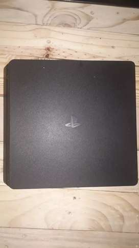 Ps4 for sale R3500 good condition