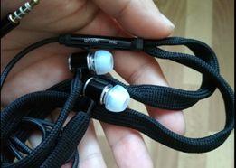 Спортивные наушники - шнурки с микрофоном