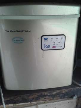 selling my ice maker still like new