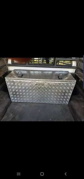 Aluminium tool box with keys