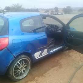 Renault Clio3 R 1.6 stripping for parts at sheeraz auto spares