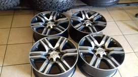 "17""Toyota Fortuner mags and tyres for r13000."