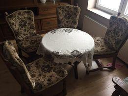 Piękne dębowe krzesła