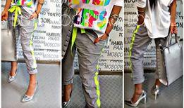 Włoskie szare spodnie neon