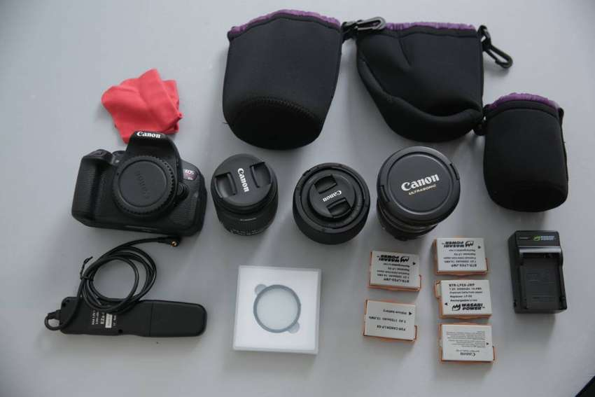 Canon T5i with 3 lenses 0
