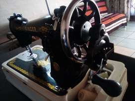 Mint Condition Singer Sewing Machine
