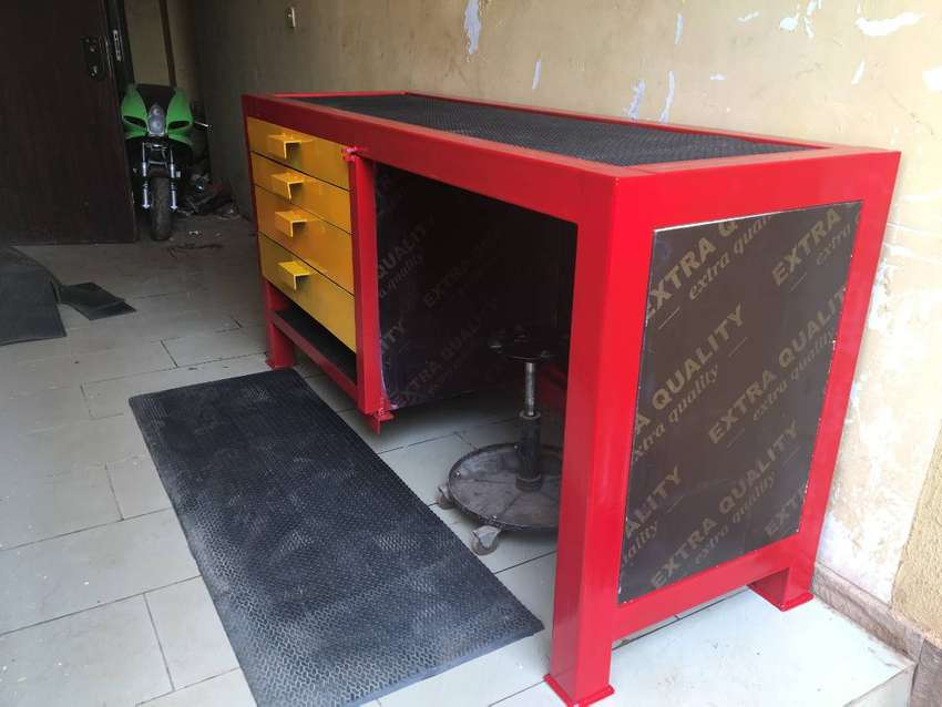 New Metal Workbench with drawers and safe. 0