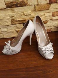 Белые кожаные туфли 40 р