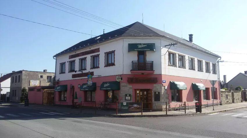 Restaurace a hostel v Ostroměři 0