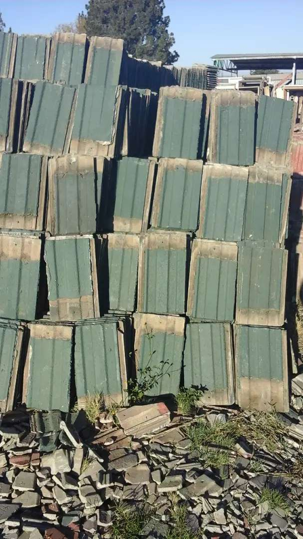 Second hand roof tiles for sale 0