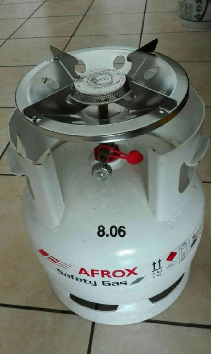 Gas bottle and cooker top for sale(brand new)R750 0
