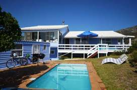 Holiday Home with lovely swimming pool in Pringle bay