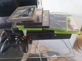 Xbox 360, 2 controllers & 8games.
