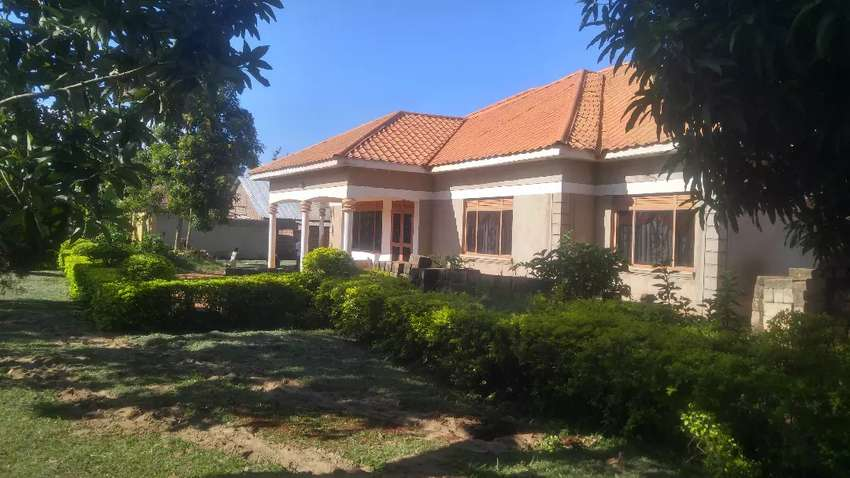 Perfectly built, fabulously designed 4beds on 30decs in Gayaza at 160M 0